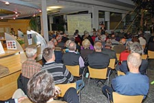 Bild der interessierten Zuschauer bei der 5 Jahresfeier des Eichbergturmes